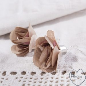 šampaninės spalvos rožių žiedų auskarai