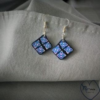 mėlyni kvadratiniai modelino auskarai